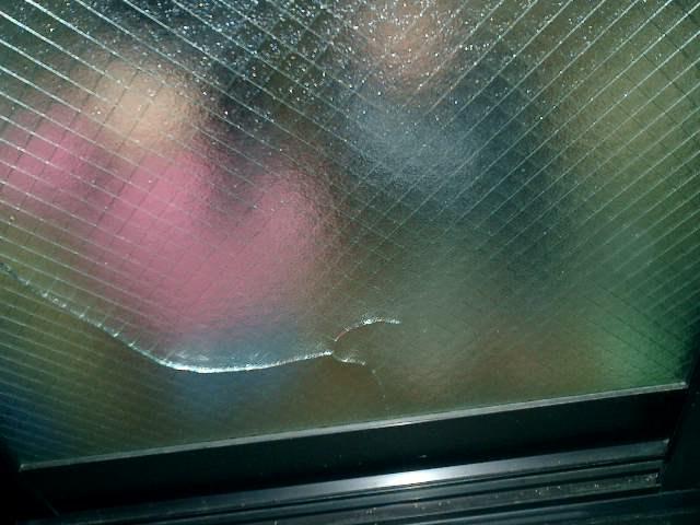 網ガラス 熱割れ